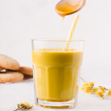 طرز تهیه شیر طلایی یک نوشیدنی عالی برای بهبود گوارش
