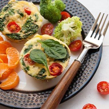 طرز تهیه مافین مرغ و سبزیجات؛ یک غذای خوشمزه با پروتئین بالا