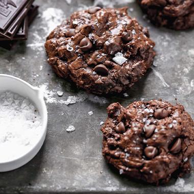 طرز تهیه کوکی شکلاتی خانگی با شکلات تلخ