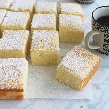 طرز تهیه کیک شیر داغ نرم و خوشمزه