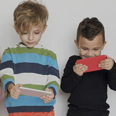 مضرات استفاده کودکان از تلفن همراه