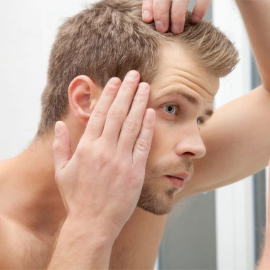 ۱۲ راه جلوگیری از کم پشت شدن مو