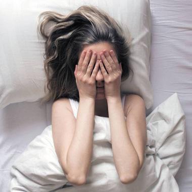 بی خوابی شبانه و افسردگی + معرفی ۵ درمان قطعی بی خوابی در شب