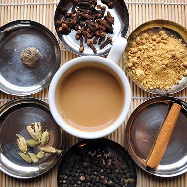 طرز تهیه چای ماسالا به شیوه سنتی هند