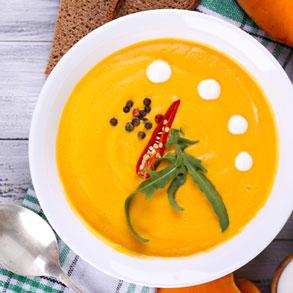 سوپ کدو حلوایی با فلفل قرمز و خامه