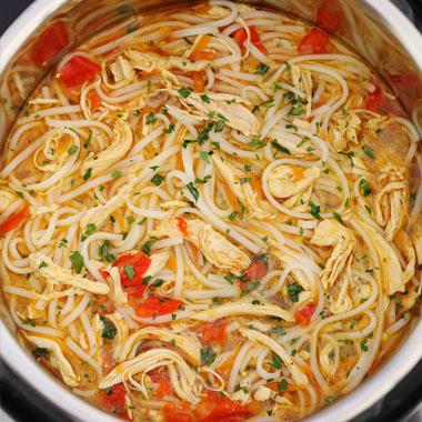 طرز تهیه سوپ نودل مرغ