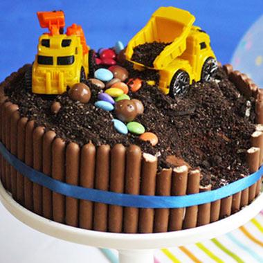 طرز تهیه کیک تولد پسرانه در خانه