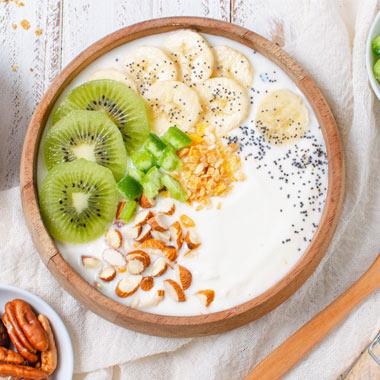 طرز تهیه ماست و میوه برای صبحانه