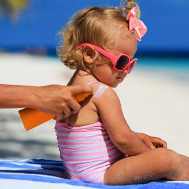 همه چیز درباره کرمهای ضد آفتاب + راهنمای خرید