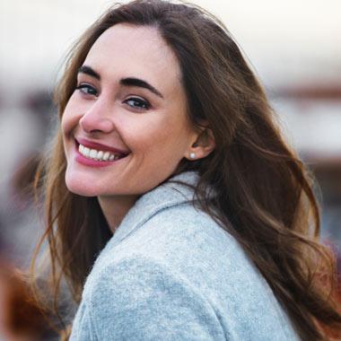چگونه شاد باشیم و بیشتر بخندیم؟ شش ترفند ساده