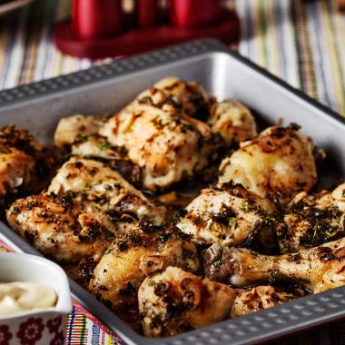 طرز تهیه مرغ با سیر و جعفری