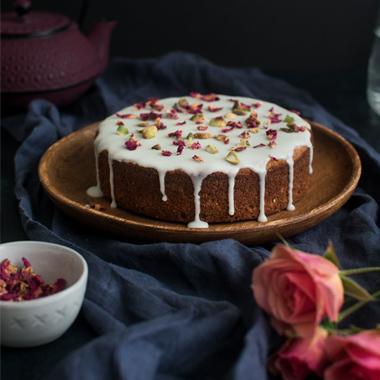 طرز تهیه پودینگ ایرانی با کرم عسلی
