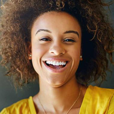 ۷ روش آسان برای سفید کردن طبیعی دندانها در خانه