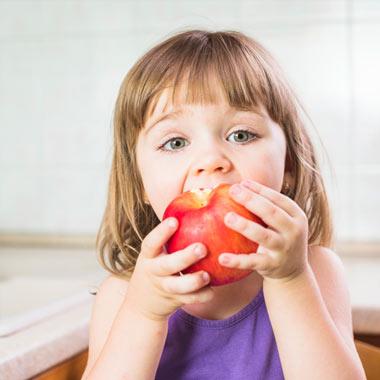 تغذیه کودک و ضرورت رژیم غذایی سالم برای کودکان