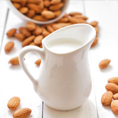 خواص شیر بادام؛ نوشیدنی مقوی برای گیاهخواران