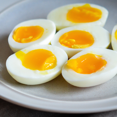 طرز تهیه تخم مرغ آب پز عسلی