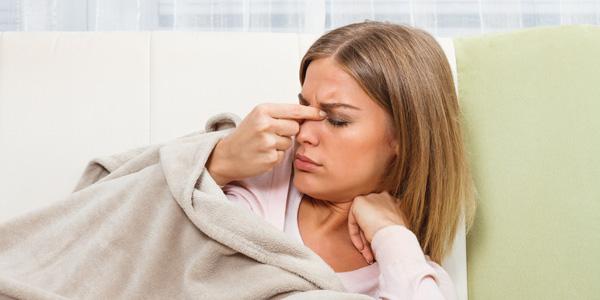 درمان سردرد سینوسی - ۱۱ روش موثر برای درمان خانگی سینوزیت