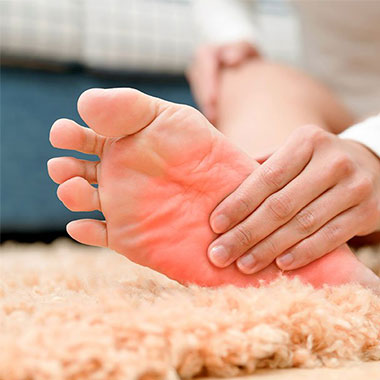 علت داغ شدن کف پا چیست