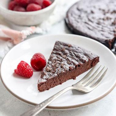 طرز تهیه کیک بدون آرد شکلاتی