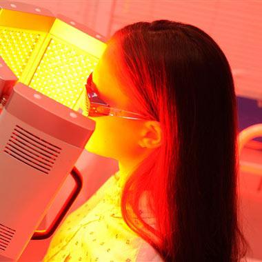 کاربرد نور قرمز درمانی در رفع مشکلات پوستی