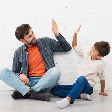 ۹ نکته مهم و کاربردی برای دادن خبر بد به کودکان