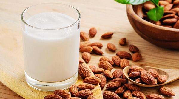 مصرف شیر بادام