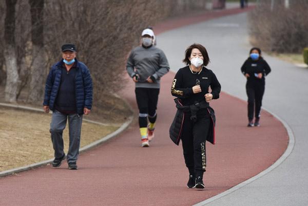 رعایت فاصله اجتماعی در ورزشهای خارج از خانه