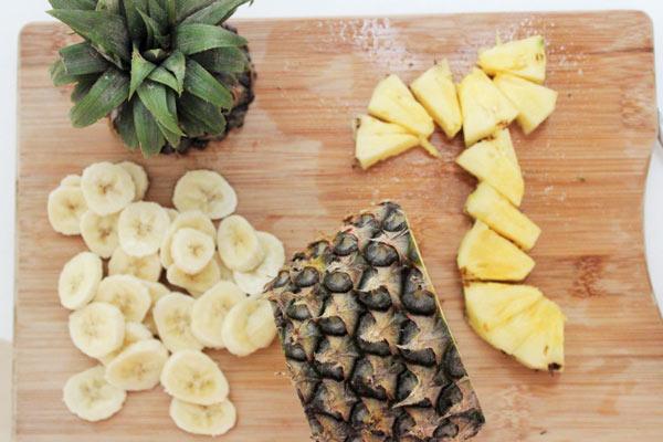 طرز تهیه پنکیک موز و آناناس