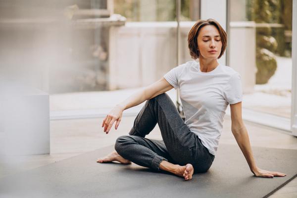 حرکات یوگا برای درد مفاصل در کم کاری تیروئید