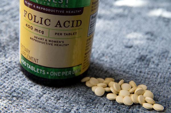 اسید فولیک برای جلوگیری از کم پشت شدن مو