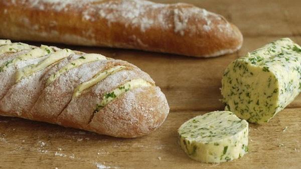 طرز تهیه نان سیر با نان باگت