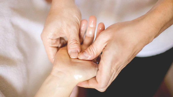 طب فشاری و ماساژ درمانی در درمان میگرن با طب سنتی