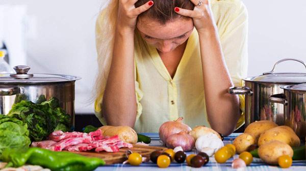 چه غذاهایی برای میگرن مضر است