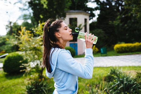 خوردن زیاد آب، موجب کاهش غلظت خون نمیشود
