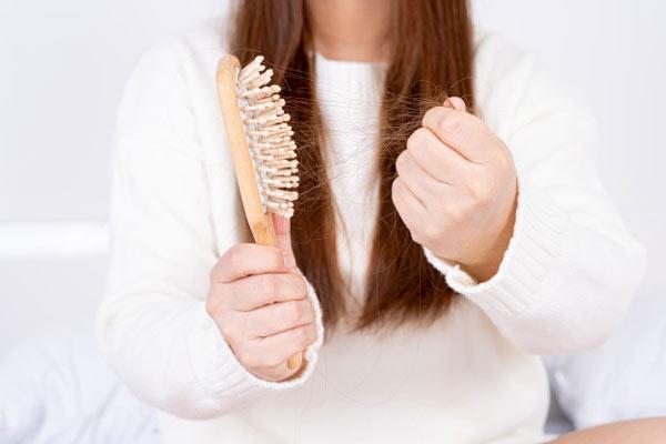 درمان ریزش مو و ویتامینهای لازم رشد مو