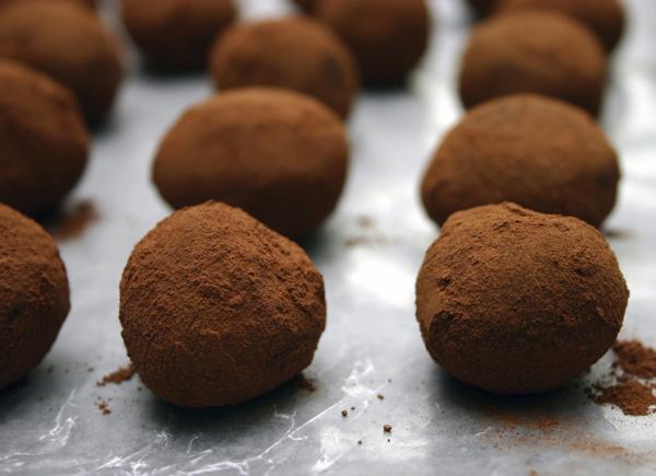 طرز تهیه ترافل شکلاتی تلخ