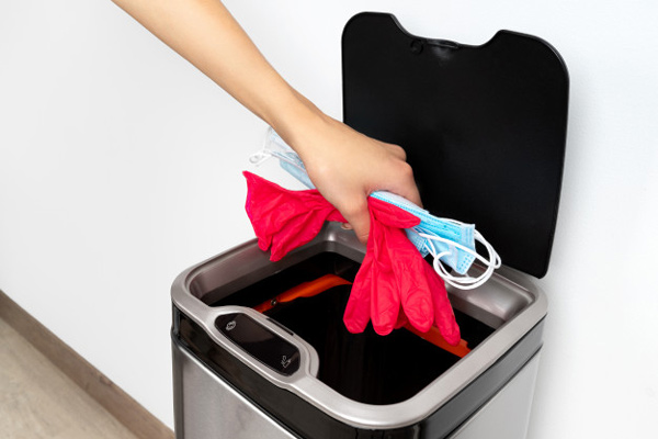 استفاده از سطل آشغال کرونا