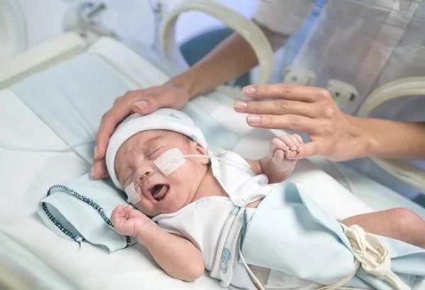 خطرات و عوارض کیست آندومتریوز و بارداری