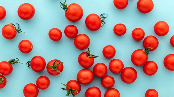 فواید گوجه رنگی برای سلامت پوست