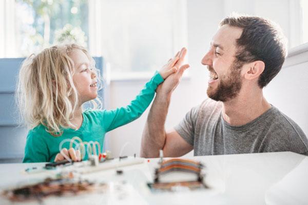 جملاتی که باعث افزایش اعتماد به نفس کودکتان میشود