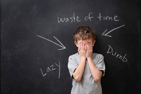 علائم کمبود اعتماد به نفس در کودکان