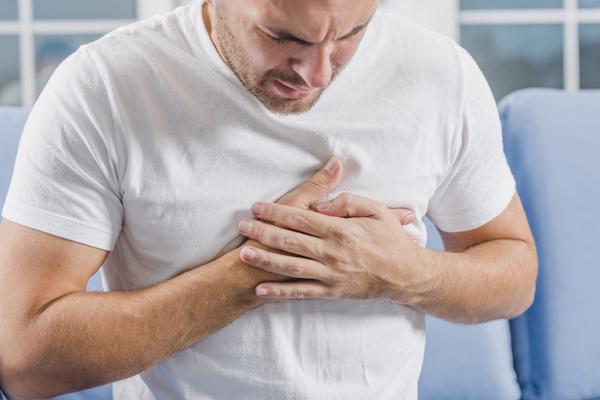 درد قلب یا درد قفسهسینه چیست