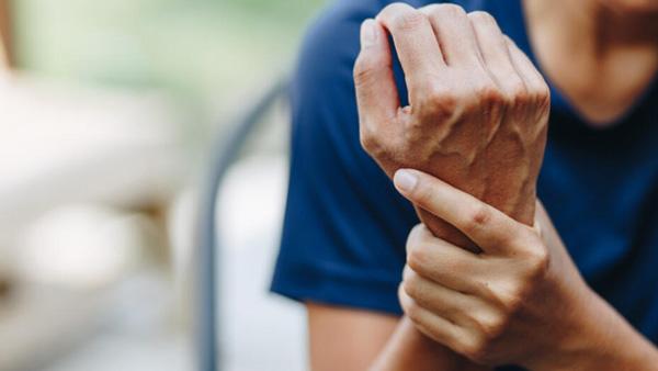 علائم بیماری خود ایمنی چیست