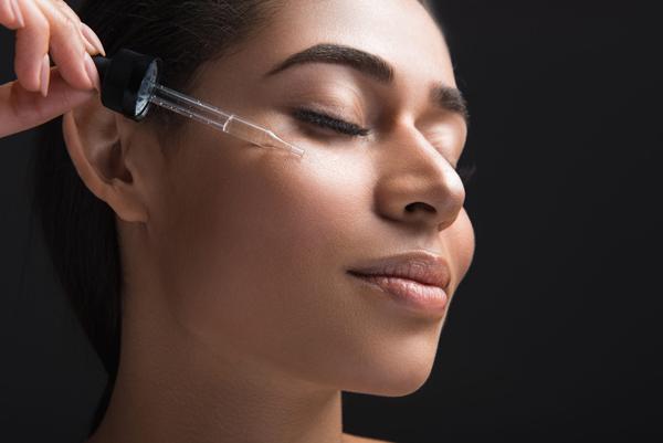 آیا در هنگام ماساژ صورت به مالیدن روغن یا محصول خاصی نیاز داریم؟