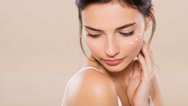 وازلین چه تأثیری بر روی پوست صورت دارد