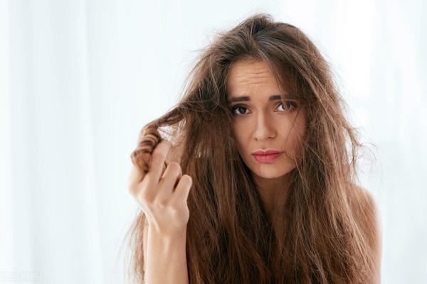 عوارض مصرف وازلین برای مو