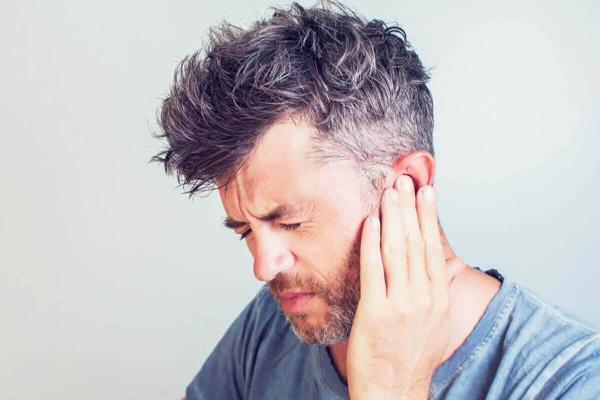 خطرات و عوارض ابتلا به عفونت گوش میانی