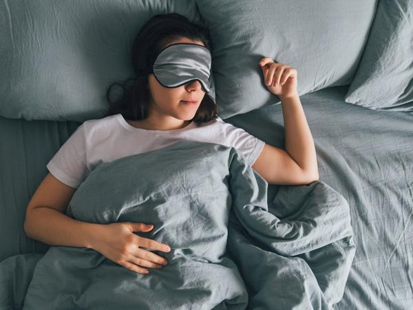 داشتن روتین مشخص قبل از خواب در تعطیلات