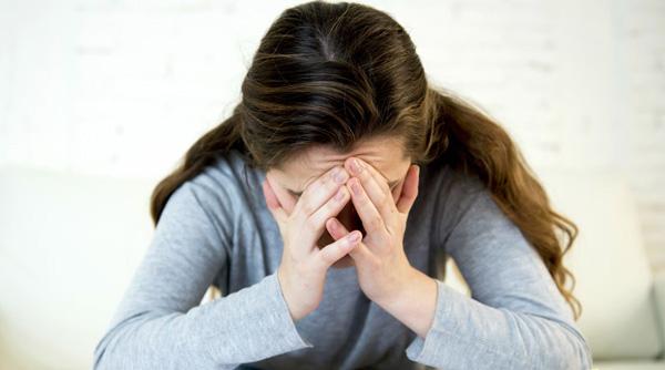 افراد به چه علت به اختلال پرخوری عصبی مبتلا میشوند