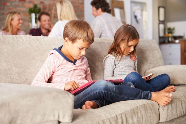 مضرات تلفن همراه برای کودک چیست
